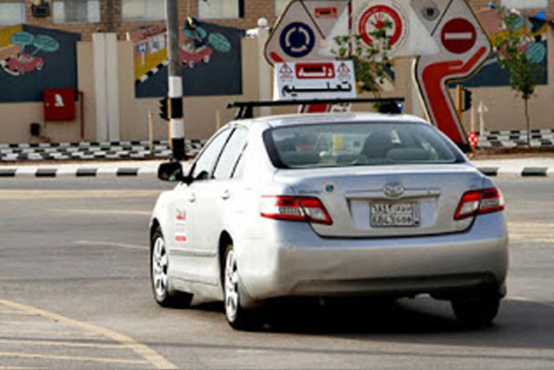 مدرسة دله لتعليم السياقة في الرياض الدريهمية سيارات سيدتي